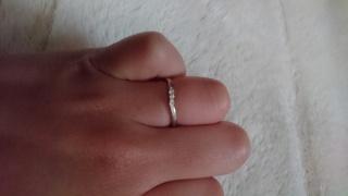 【AFFLUX(アフラックス)の口コミ】 元々、指が太いので、指が細く見えるもの・女性らしいデザインのものを探…