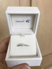 【canal4℃(カナルヨンドシー)の口コミ】 細い指輪が好きと言っていたので細い指輪を選びました。個人的にはゴール…