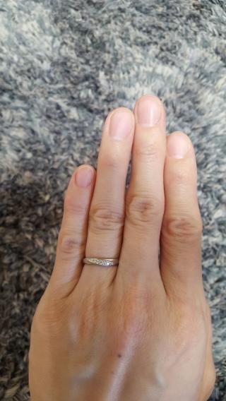 【Cafe Ring(カフェリング)の口コミ】 いくつか試着しましたが、リングの太さ、デザインが 指のラインをとてもき…