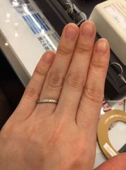 【JEWELRY  KAMATA(ジュエリーかまた)の口コミ】 緩やかなS字カーブなので、女性らしさがあります。また、指の太さが気にな…
