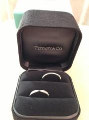 【ティファニー(Tiffany & Co.)の口コミ】 婚約指輪と重ね付けする事を前提に、二つが綺麗に重なるデザインを探して…