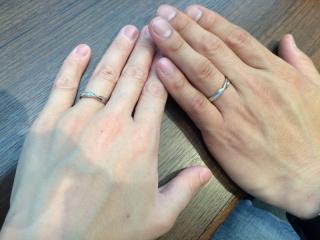 【アトリエミラネーゼの口コミ】 カタログを見せてもらいながら、いろいろな指輪のデザインを見ていて、難し…