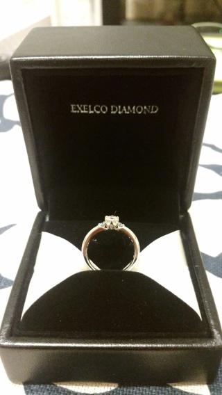 【エクセルコダイヤモンド(EXELCO DIAMOND)の口コミ】 ブルーダイアモンドを入れたいと希望があったので、1個のダイヤモンドだけ…