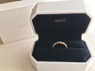 【AHKAH(アーカー)の口コミ】 婚約指輪らしいダイヤが着いた指輪と迷いましたが、FLORENTは普段使い出来…