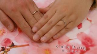 【Cafe Ring(カフェリング)の口コミ】 指輪のデザインが良かったからです。 2つの方向から見えるダイアモンドが…