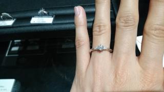 【エクセルコダイヤモンド(EXELCO DIAMOND)の口コミ】 私の指輪選びの決め手は、指がキレイに見えるデザインと、ダイヤモンドのコ…