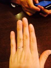 【銀座ダイヤモンドシライシの口コミ】 プロポーズの時に旦那にもらいました。真ん中に大きなダイヤモンド、左右…