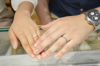 【e.m.の口コミ】 人とあまり被らない個性的な点、また指輪のデザインが表面と裏面で異なる…