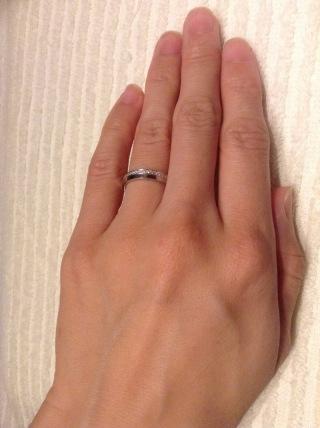 【銀座ダイヤモンドシライシの口コミ】 ひとつの指輪なのに重ねづけしているようなデザインに一目惚れして決めま…
