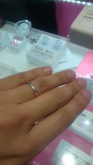 【JEWELRY  KAMATA(ジュエリーかまた)の口コミ】 婚約指輪でねじれたデザインをプレゼントしたのでねじれたデザインで合わせ…