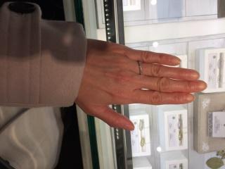 【JEWELRY  KAMATA(ジュエリーかまた)の口コミ】 ゴールドの指輪は手の色と馴染んで指がキレイに見えてステキだと思いました…