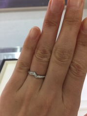 【俄(にわか)の口コミ】 結婚指輪はシンプルなデザインで探していたのですが、ダイヤがたくさんつい…