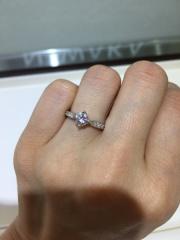 【俄(にわか)の口コミ】 とてもゴージャスです。4本爪と言われるとめかただそうで、ダイヤも綺麗に…