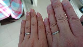 【PILOT BRIDAL(パイロットブライダル)の口コミ】 ミル打ち、艶消しタイプの結婚指輪を探していました。こちらの指輪の艶消し…