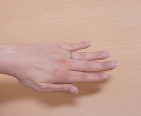 【銀座ダイヤモンドシライシの口コミ】 先に妻の結婚指輪を決め、その商品の男性バージョンを選びました。接客業を…