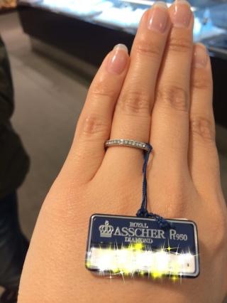 【ROYAL ASSCHER(ロイヤル・アッシャー)の口コミ】 最近は、シンプルなものより、ダイヤ入りの結婚指輪が増えていると 店員さ…