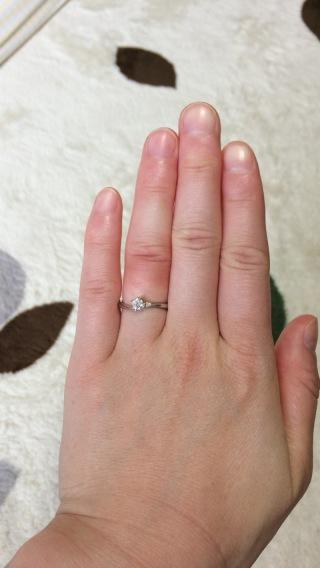 【Cafe Ring(カフェリング)の口コミ】 この指輪のローズヒップデューという名前に込められた「幸せを育む」とい…