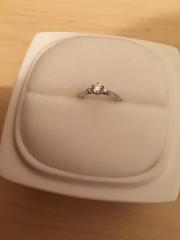 【俄(にわか)の口コミ】 予算の都合で大きなダイヤモンドは購入できませんでしたが、小さくても上品…