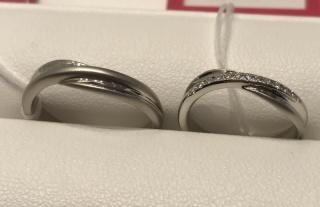 【SONARE(ソナーレ)の口コミ】 他に見た事ない、流れるような流線とそれに挟まるように輝くダイヤモンドの…
