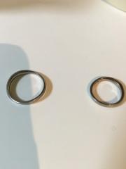 【俄(にわか)の口コミ】 シンプルだけど、どこかおしゃれな雰囲気をもつこの指輪。少しウェーブがか…