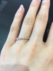 【LUCIE(ルシエ)の口コミ】 結婚指輪と重なるのはもちろんですが、婚約指輪だけでも付けたかったのでこ…