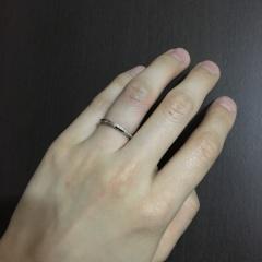 【銀座ダイヤモンドシライシの口コミ】 できるだけシンプルなデザインが好みだったので、リング一周のキラキラよ…