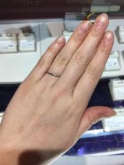 【HOSHI no SUNA 星の砂(ほしのすな)の口コミ】 細身のリングだけど、着け心地も良い!ダイヤモンドがとってもとってもきれ…