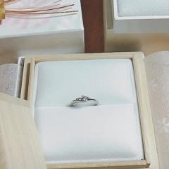 【Mariage(マリアージュ)の口コミ】 一番の決め手は指輪のラインです。 婚約指輪と結婚指輪は同時に購入し、結…