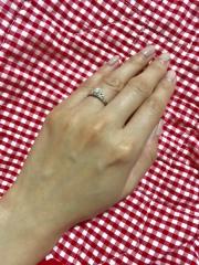 【4℃(ヨンドシー)の口コミ】 どんなデザインの婚約指輪が欲しいか聞かれて、ネットで調べていてこちらの…