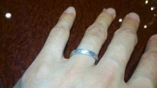 【JEWELRY  KAMATA(ジュエリーかまた)の口コミ】 結婚指輪を購入するのに、私と妻の星座を入れるのに参考に試着しました。 …
