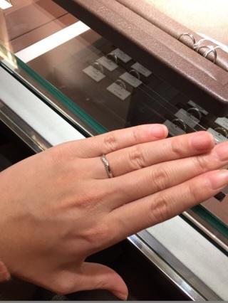 【アイプリモ(I-PRIMO)の口コミ】 指が長い人はウェーブがかかった指輪のが綺麗に指をさらに長く見せるとアド…