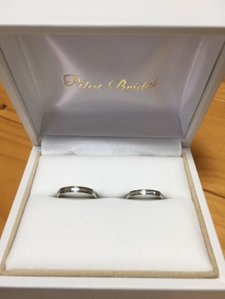 【PILOT BRIDAL(パイロットブライダル)の口コミ】 結婚指輪なのでシンプルな物がいいと思い探していましたが、パイロットブラ…
