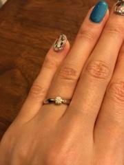【ティファニー(Tiffany & Co.)の口コミ】 婚約指輪は昔からの憧れであったティファニーでと決めていました。 一番人…