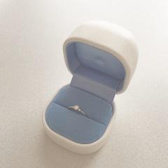 【銀座ダイヤモンドシライシの口コミ】 友人がダイヤモンドシライシさんの婚約指輪をしていて、そのときからの憧れ…