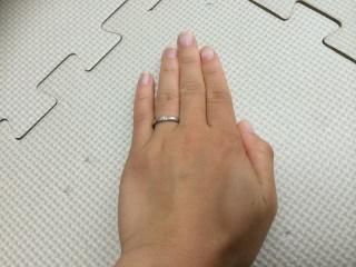 【canal4℃(カナルヨンドシー)の口コミ】 指を長く見せるようなデザインで、ダイヤモンドの石がはいってるデザインが…