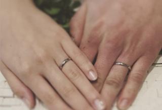 【アトリエミラネーゼの口コミ】  シンプルで頑丈な結婚指輪を探していました。色々硬い指輪をみましたがこ…