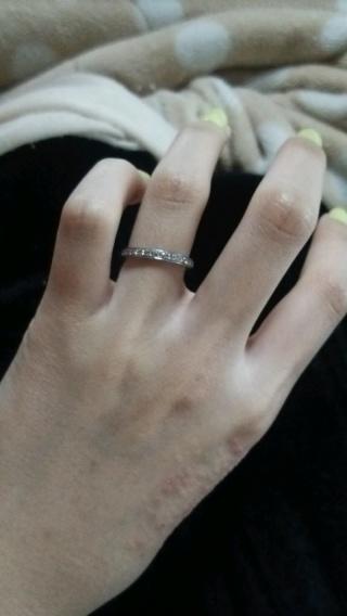 【4℃(ヨンドシー)の口コミ】 結婚指輪を買う事となり、夫と二人で買いに行きました。私は指輪を買うなら…