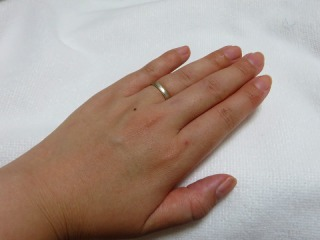 【SUEHIRO(スエヒロ)の口コミ】 夫とペアのものにしたかったので、男性の手にも女性の手にも似合うものを…