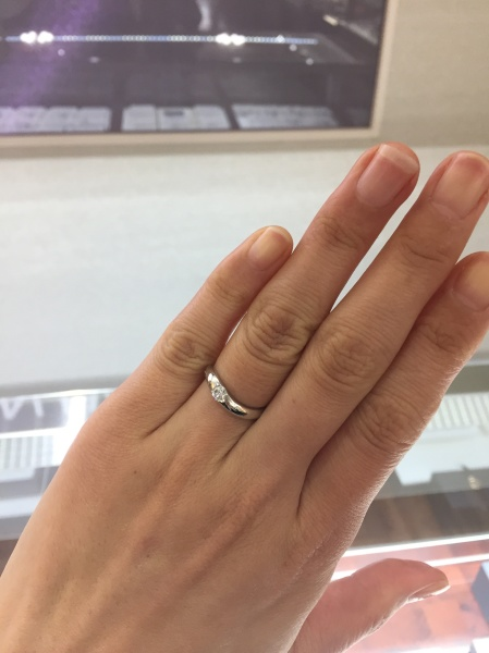 【俄(にわか)の口コミ】 デザインがとても素敵で、着け心地もとても滑らかで指にフィットします。素…