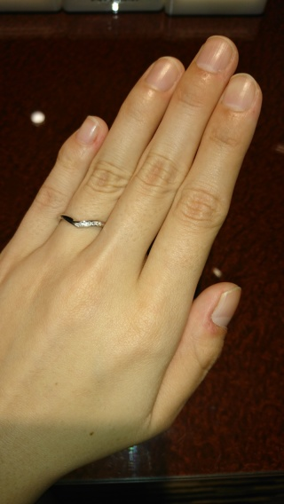 【JEWELRY  KAMATA(ジュエリーかまた)の口コミ】 三連メレダイヤを探していました。ダイヤの数が多いけど右だけにあるV字の…