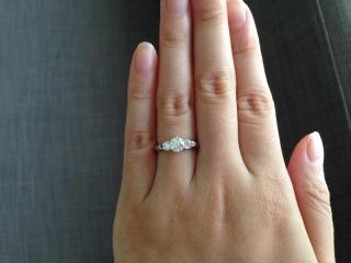 【モニッケンダム(MONNICKENDAM)の口コミ】 ダイヤモンドが大きい婚約指輪が欲しくて探していたところ、ダイヤモンド…