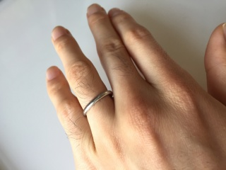 【カルティエ(Cartier)の口コミ】 シンプルな形に憧れていました。妻はダイヤが1つ入ったものにしました。い…
