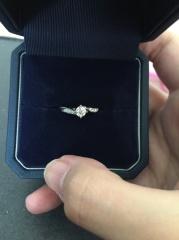 【銀座ダイヤモンドシライシの口コミ】 色々なデザインを見比べて見ましたが、指にはめた時のデザインや、モチー…