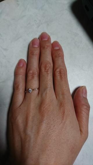 【PRIMA PORTA(プリマポルタ)の口コミ】 指が細いので、初めから華奢なものを検討していました。 写真では見え辛い…