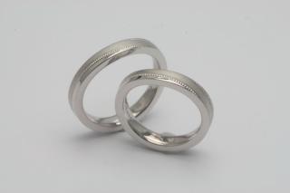 【TANZO(タンゾウ)の口コミ】 夫が選んでくれた婚約指輪と重ね付けができるように、婚約指輪に合わせたカ…