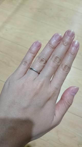 【4℃(ヨンドシー)の口コミ】 キラリと輝く一粒ダイヤが素敵だったので、一目惚れでこちらに決めました。…