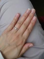 【ティファニー(Tiffany & Co.)の口コミ】 一般的に人気の婚約指輪は一粒ダイヤモンドリングだと思うのですが、この…