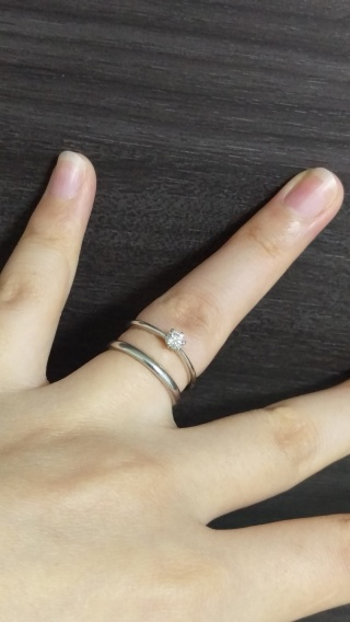 【銀座ダイヤモンドシライシの口コミ】 欲しい指輪の条件に合っていた。 (結婚指輪と重ね付けしやすいもの、シン…