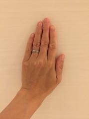 【ティファニー(Tiffany & Co.)の口コミ】 結婚指輪はおばあちゃんになってもずっとしていたかったので、シンプルなデ…