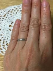 【スタージュエリー(STAR JEWELRY)の口コミ】 婚約指輪と重ねてつけてもかわいいデザインだったこと、プラチナで、歳を取…